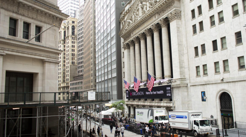 Stock market news live updates: Wall Street dives as COVID-Delta variant worries swamp earnings; Robinhood seeks $35B valuation