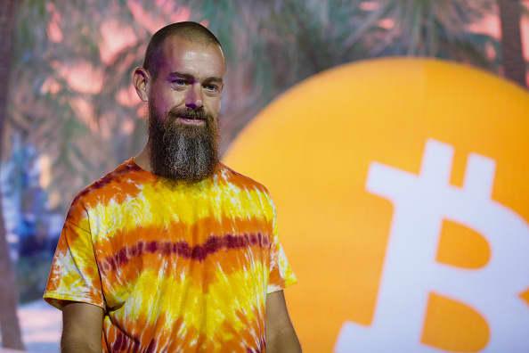 Crypto news: bitcoin rally, Amazon digital currency expert, tether probe
