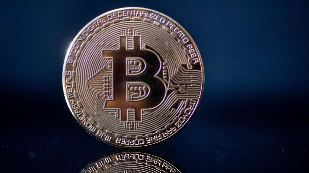 Bitcoin nears $39,000 amid Amazon payment rumors
